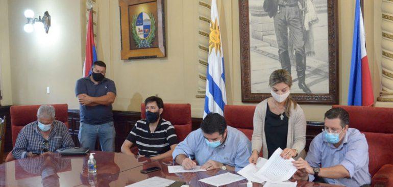 Intendencia y Adeyom suscribieron convenio que contempla régimen de aumentos y partidas económicas de alimentación