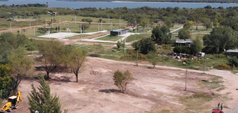 La Intendencia recupera predios y remueve restos de viviendas precarias en la zona del parque La Chapita